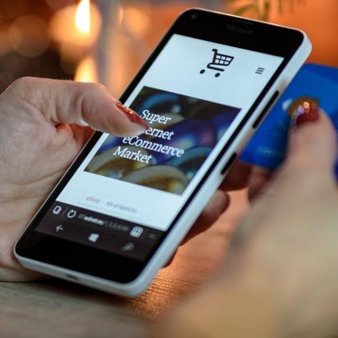 Arbejde hjemme med en online forretning fra PomaNet